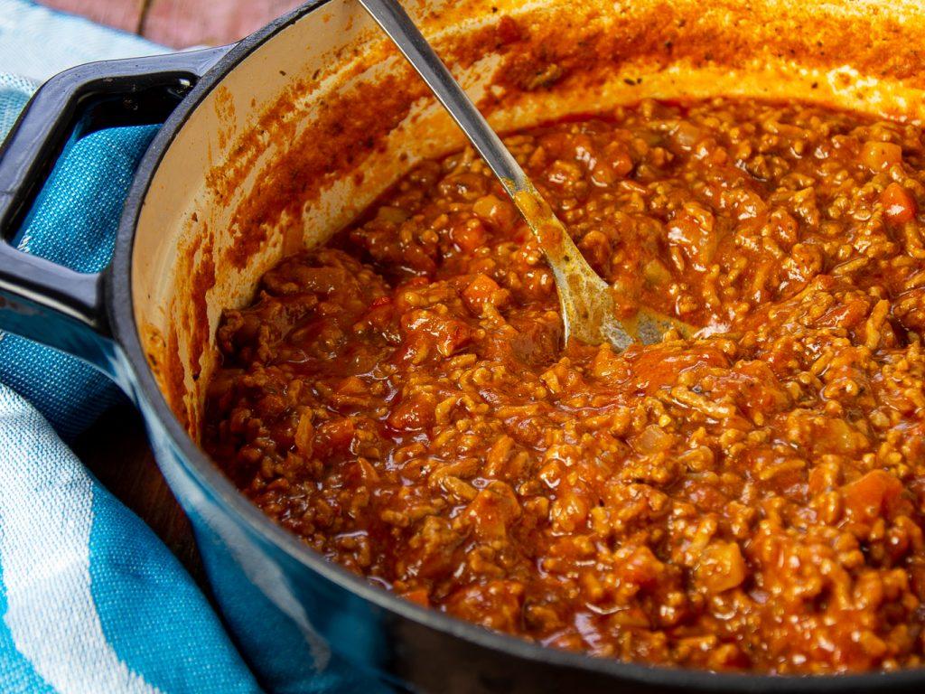 Bolognese Sauce im großem Topf