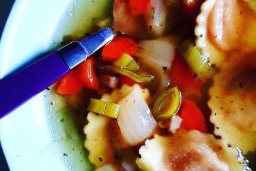 Gemüsesuppe mit Tortelli