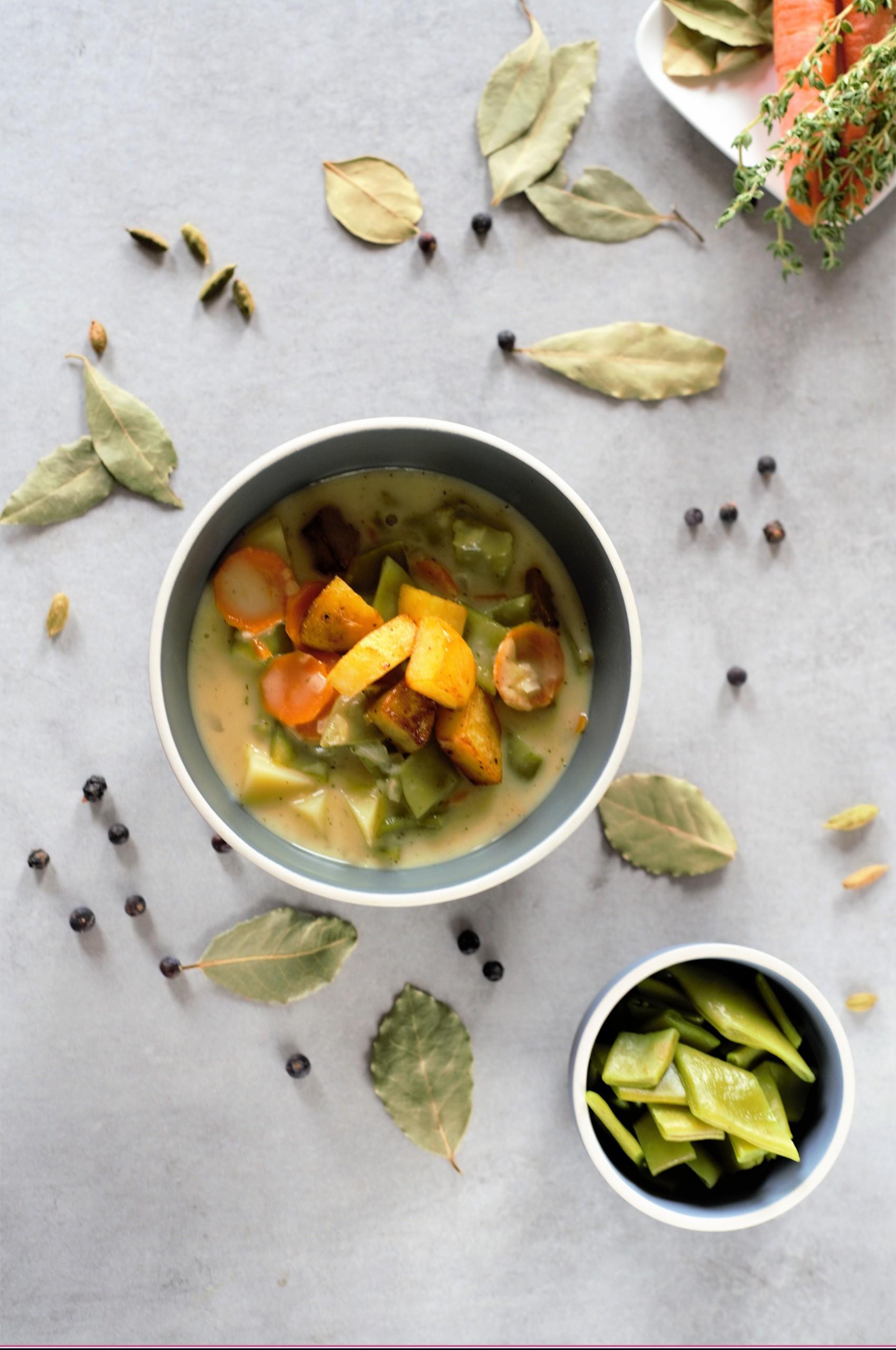 Cremesuppe mit Gemüse