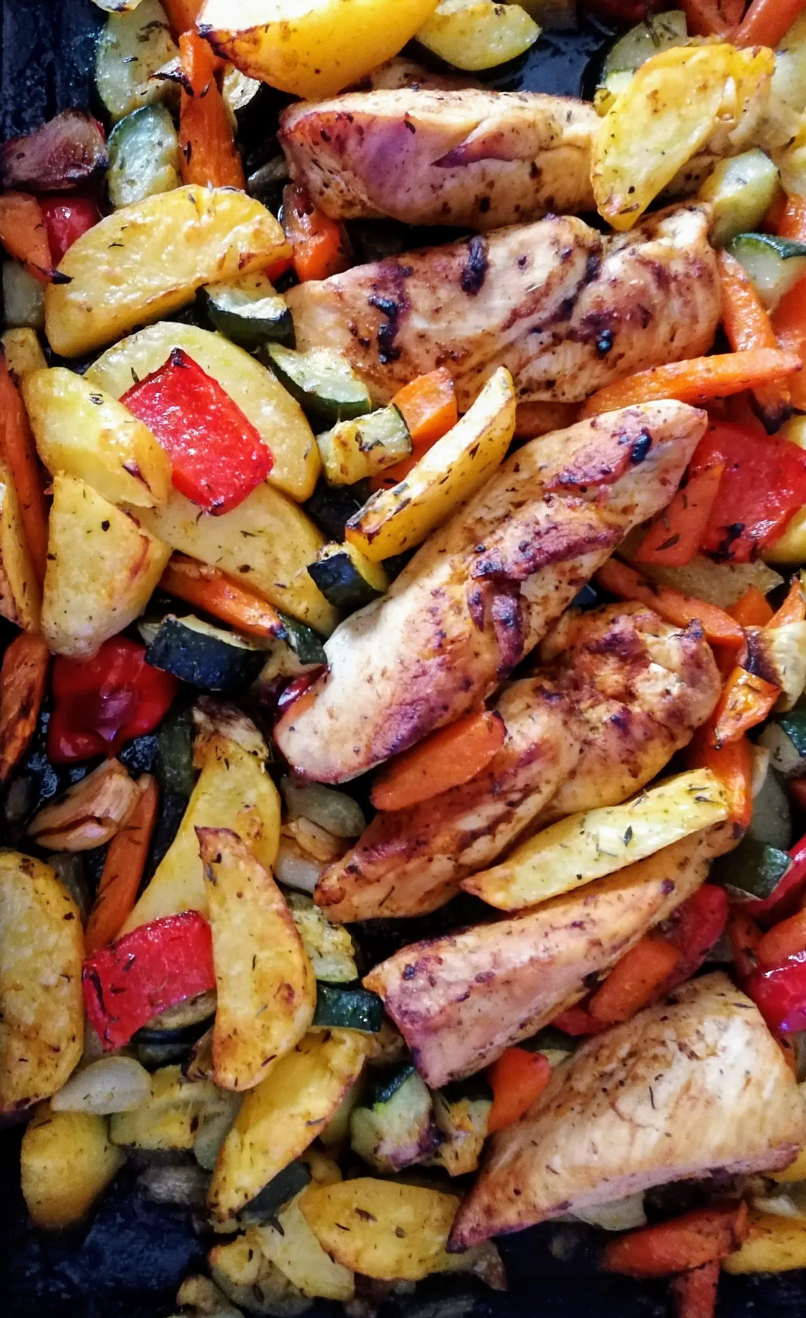 Gemüse vom Blech mit Hähnchenbrust, Gemüse und Kartoffeln