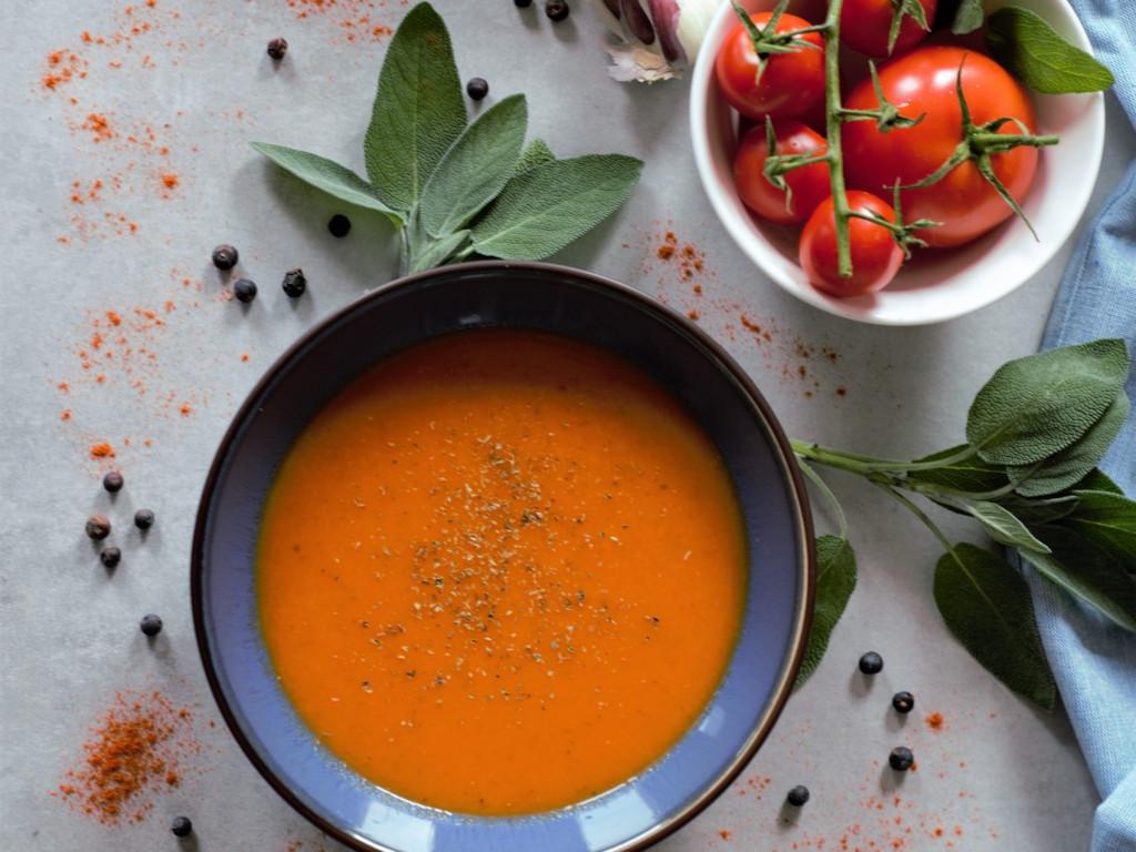 Schelle karamellisierte Tomatensuppe