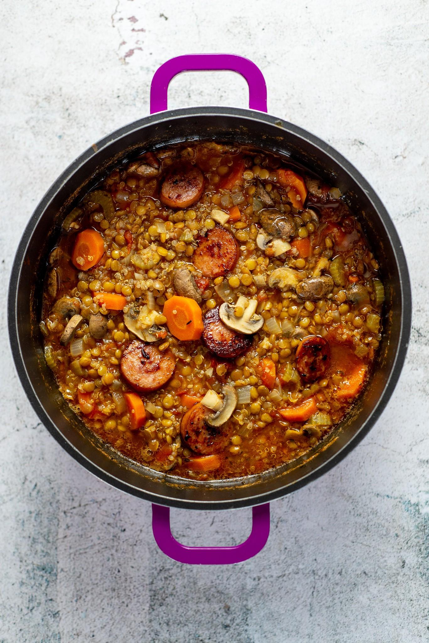 Linsen-Quinoa Suppe mit Pilzen und Wurst
