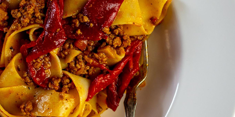 Rinder-Súgo mit geröstetem Paprika